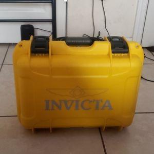 Invicta 8 Slot Dive Case
